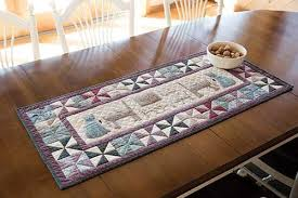 happy family table runner quilt patternplus keepsake quilting