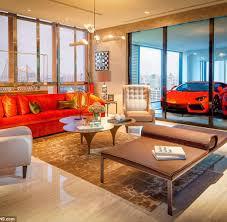 Tisch Im Wohnzimmer Hochhaus Garage Nobelkarossen Parken Serienmäßig Im Wohnzimmer Welt