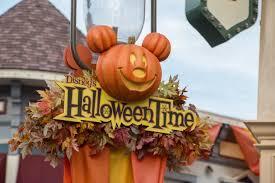 file halloween at disneyland 34281796082 jpg wikimedia commons