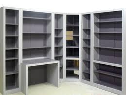 bibliothèque avec bureau intégré bibliothèques modernes de style contemporain en bois massif