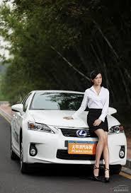 xe lexus hybrid người đẹp duyên dáng và trẻ trung bên xe lexus hybrid giáo dục vn