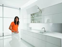 cuisine blum aménagement cuisine moderne quels design et matériaux