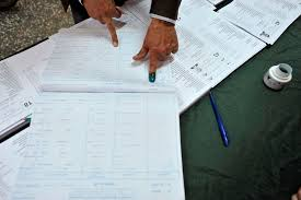 tenue d un bureau de vote législatives en algérie le mécontentement est social plus que