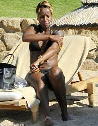 mary j blige shows off her sizzling body as she suns