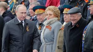 vladimir putin military vladimir putin praises military at ww2 victory parade bbc news