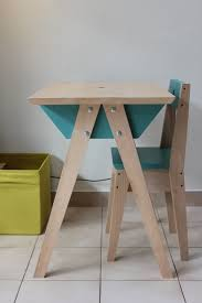 bureau en bois enfant bureau en bois enfant bureau pour enfant bleu en formica bois et