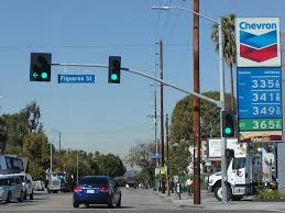 northbound avenue 26 approaches and crosses at figueroa