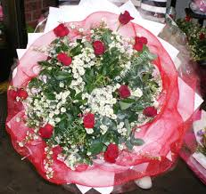 big bouquet of roses with heaps greeny big bouquet b13 bouquet zeneli
