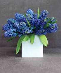 Flowers In Vases Images How To Choose The Right Flower Vases