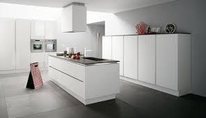 cuisine blanche sol gris cuisine blanche avec îlot central ixina cuisine