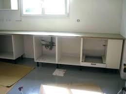 fixer un plan de travail cuisine plan de travail meuble meuble avec plan de travail cuisine bas