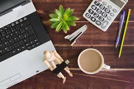 le bureau usb ordinateur portable sur le bureau calculatrices bâton d