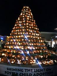 shining the light on decorative pumpkin christmas tree ideas