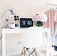 Pink Desk For Girls Best 25 Pink Desk Ideas On Pinterest Cute Desk Old
