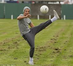 louis tomlinson full biography one direction s louis tomlinson returns to the field as new single