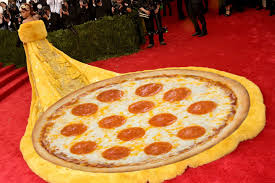 Meme Pizza - rihanna s met gala dress made everyone think of pizza and omelettes
