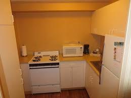 necessaire de cuisine cuisine equipé de vaiselle et autres necessaire picture of one