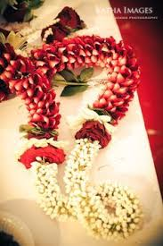 Flower Garland For Indian Wedding Flower Garland พวงมาล ย Pinterest Bröllop Indien Och Kläder