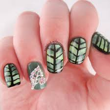 the digital dozen does nature day 4 leaf nail art square nails