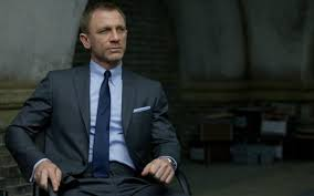learn how to dress like daniel craig with this style guide the