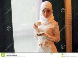 femme musulmane mariage femme musulmane dans une robe de mariage blanche avec une