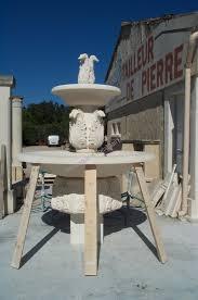 fontaine en pierre naturelle fontaine circulaire à feuilles en pierre d u0027estaillades