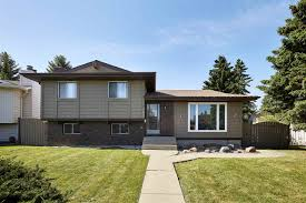 edmonton real estate jason holland south facing bedroom home situated sqft pie shaped lot fronting small park step inside this qft level split