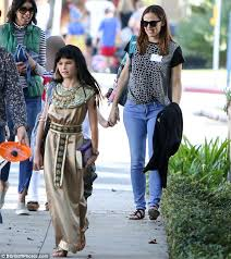 jennifer garner u0027s daughter violet dresses as cleopatra for