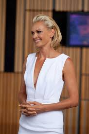 swept back hairstyles for women sarah murdoch mid length bob shoulder length hairstyles lookbook