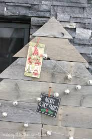 Wood Project Ideas For Christmas by 12 Christmas Pallet Projects Christmas Pallet Ideas