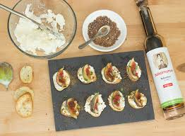 cuisiner les figues cuisiner avec balsamumm canapés de féta et figues avec praline de