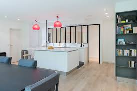 cuisine ouverte avec ilot table réalisation d une cuisine ouvert avec îlot central dans une finition
