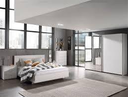 une chambre à coucher chambre adulte