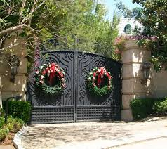 Christmas Fence Decorations Christmas Decorating Ideas For Gates Holiday Fence Decorations
