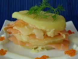 cuisiner le saumon fumé recette mille feuille de pomme de terre au saumon fumé 750g