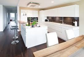 moderne kche mit kochinsel kochinsel küchentraum in hochglanz weiß mit theke und modernster