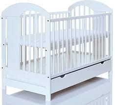chambre bébé pin massif lit bebe blanc 120x60 massif en pin lasse blanc marron avec un grand