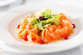 cuisiner le saumon fumé recette saumon fumé sauce scandinave