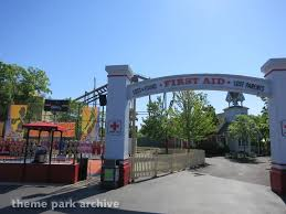 Six Flags Season Pass Lost Hometown Square At Six Flags Great America Theme Park Archive