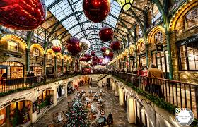 Christmas Window Decorations London by Spreading Christmas Cheer London Edition Lady Relocated