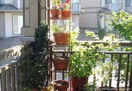 kleine balkone einen kleinen balkon gestalten tipps und tricks zum einrichten