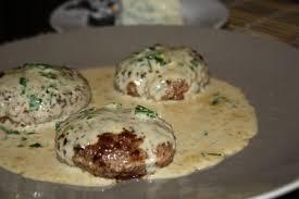 cuisiner steak hach recette steacks hachés sauce au roquefort cuisinez steacks hachés