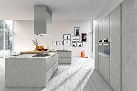 cuisine bois gris moderne cuisine béton ciré avec îlot idées pour la maison