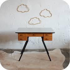 bureau enfant metal sélection de bureaux vintage rénovés et vendus par l atelier du