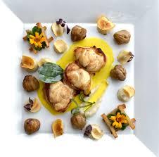 cuisiner la lotte à la poele recette médaillons de lotte au lard fumé topinambours et marrons