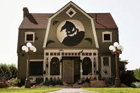 halloween decorated house halloween house decorations wall spin the zatista blog daytime