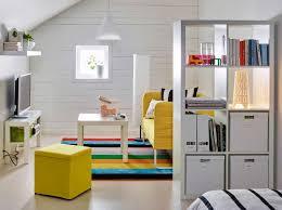 étagère derrière canapé étagères ikea kallax en 55 idées de rangement pratiques