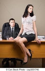 sous le bureau de la secretaire patron lui secrétaire bureau image de