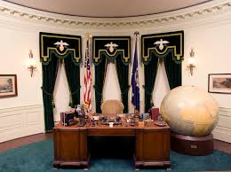 Oval Office Desk From Roosevelt To Resolute The Secrets Of All 6 Oval Office Desks