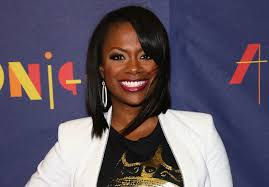 kandi burruss hairstyles 2015 kandi burruss removes weave shows off natural hair photo
